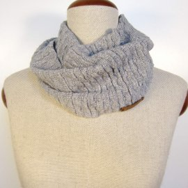Textured knit scarf. Light grey cashmere