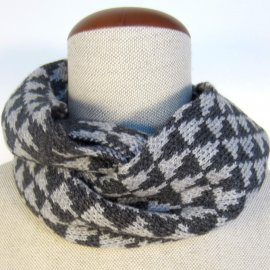 Knit infinity scarf with triangles pattern