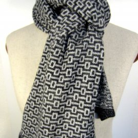 Patterned scarf -num 1-